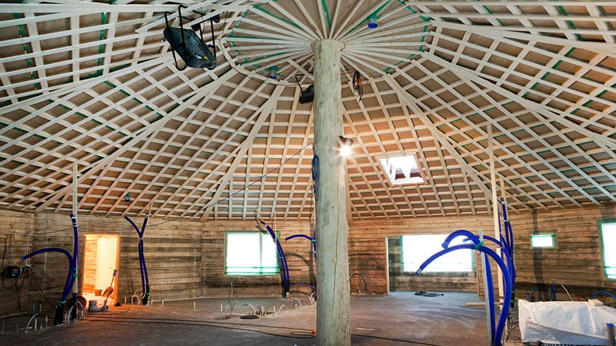 The construction is essentially based on a 6 metre high center beam, like the trunk of a huge mushroom