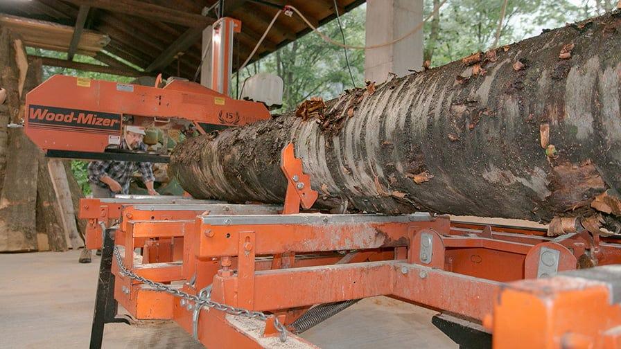 Wood-Mizer sawmill cuts logs